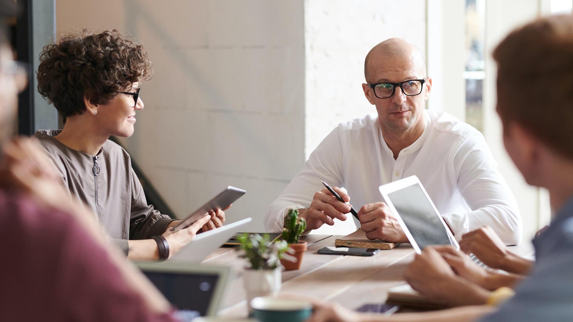 team-meeting-group-talk-decision-people_1920x1080